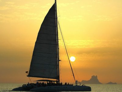 HETibiza sunset catamaran